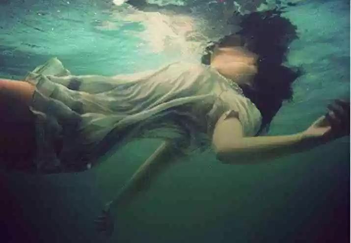 Donna-che-annega