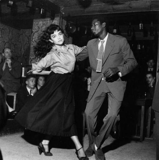 dancing-be-bop-in-saint-germain-france-by-robert-doisneau-1951