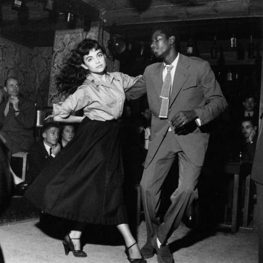 dancing-be-bop-in-saint-germain-france-by-robert-doisneau-1951