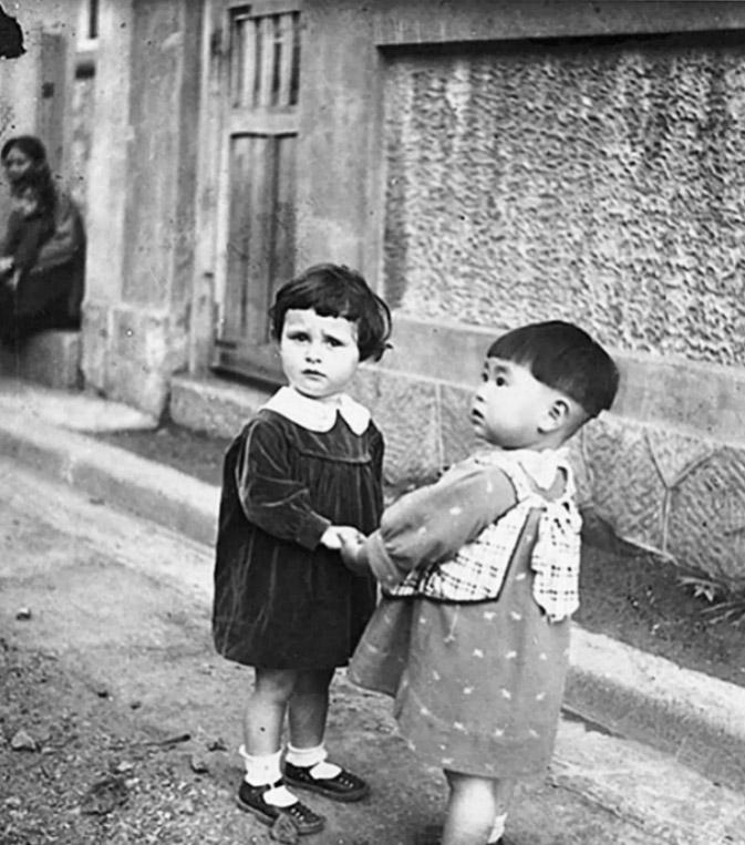 xu20xin20-chinese_and_jewish_girls_harbin_circa_1922-a
